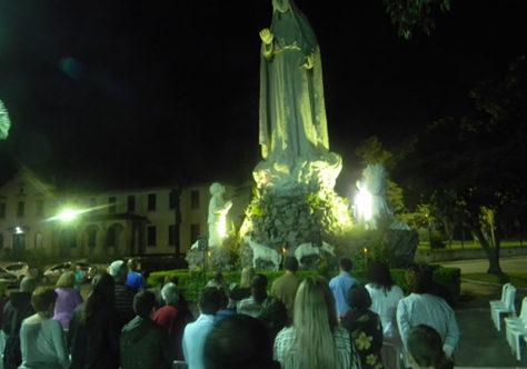 Luau Mariano e Exposição de Imagens de Nossa Senhora