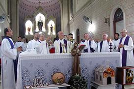 Dom Pedro Cipolini abre as festividades pelos 100 anos da presença franciscana em Amparo
