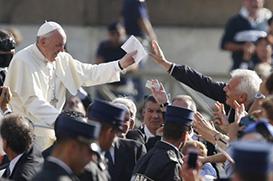 """Papa: """"A Igreja não nasceu em laboratório"""""""
