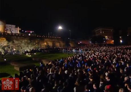 A emocionante oração do Papa Francisco na Via Crúcis do Coliseu