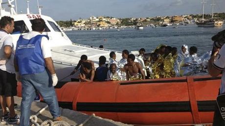 """Mais de 90 mortos em Lampedusa. """"Vergonha"""", afirma Francisco"""