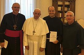 Dom Bernardo apresenta ao Papa barco-hospital