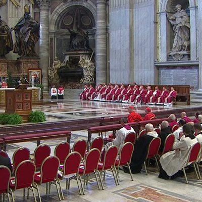 Papa celebra missa em sufrágio de cardeais e bispos falecidos