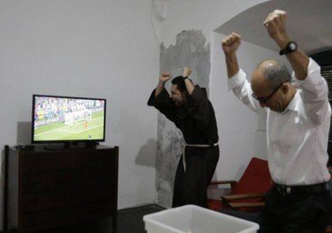 Como é um jogo da Copa dentro de um convento de 410 anos