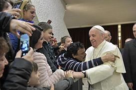 Papa diz que devemos insistir na oração
