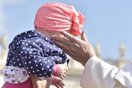 A oração cristã nasce da audácia de poder chamar Deus de 'Pai'