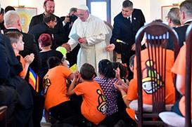 Papa pede perdão aos ciganos pelas discriminações