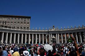 Papa: contemplação e ação. Marta e Maria nos indicam o caminho