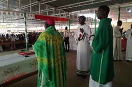 Bispo diocesano visita Fraternidade de Viana