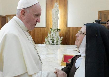 Papa às Carmelitas: A clausura situa-vos no coração de Deus