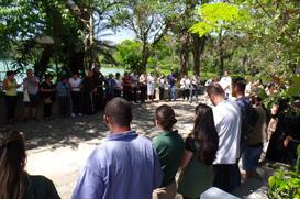 Frades dão a bênção aos animais do Zoologico de São Paulo