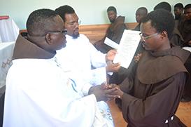 Professos temporários de Angola renovam os votos