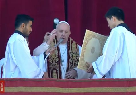 """Bênção Urbi et Orbi: """"Que o Emmanuel seja luz para toda a humanidade ferida"""""""