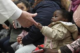 Papa: embora perseguida e acorrentada, a Igreja nunca se cansa de acolher