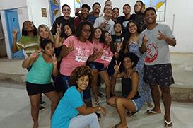 Jovens da Paróquia Santa Clara de Imbariê se reúnem para Luau