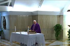 Papa reza pelos médicos e agentes de saúde que estão dando a própria vida