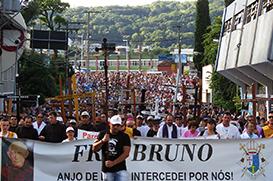 Devotos de Frei Bruno ganham dois presentes na 30ª Caminhada Penitencial