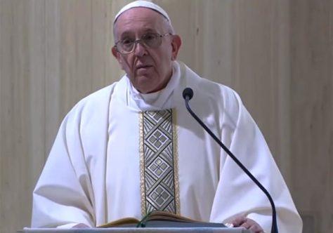 Papa reza pelos farmacêuticos: obrigado pela ajuda que dão aos doentes!