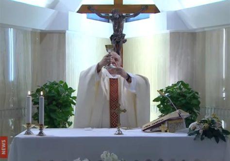 Papa: o silêncio do tempo atual nos ensine a ouvir