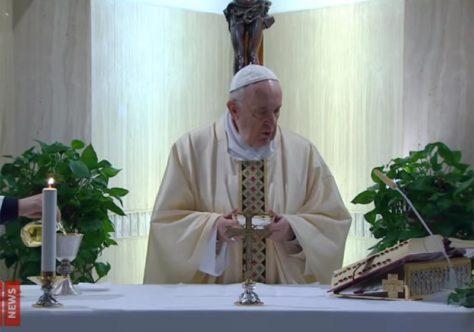 Papa reza pelos professores e alunos neste tempo de pandemia