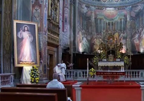 """Papa alerta para o vírus da indiferença: """"A misericórdia não abandona quem fica para trás"""""""