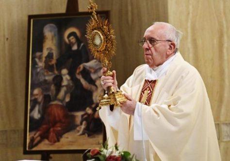 Papa: o diabo quer destruir a Igreja por inveja com poder e dinheiro