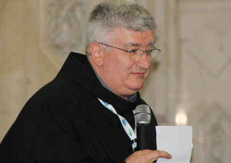 Papa jesuíta se volta aos franciscanos