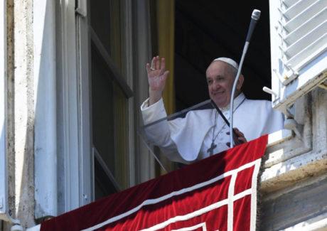 Papa: a gratidão é um sinal de boa educação, mas é também um distintivo do cristão