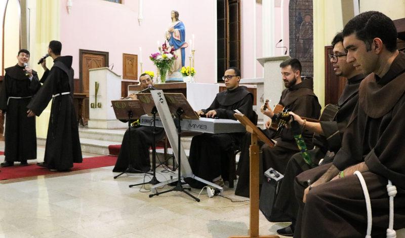 """""""Especial com Maria"""" marca o encerramento do mês mariano em Petrópolis"""