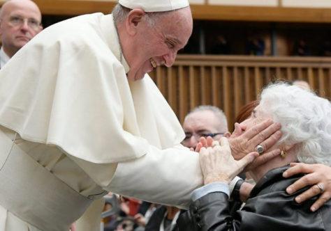Papa: sem os idosos não há futuro. Covid-19 mostrou despreparo da sociedade.