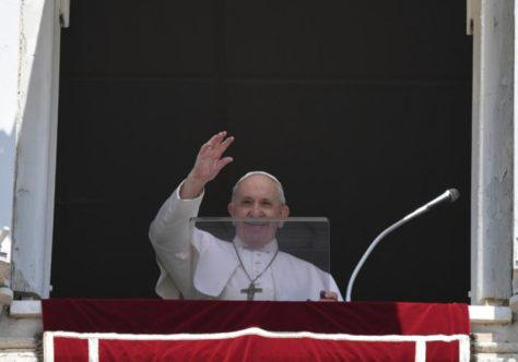 """Papa: """"Cada um de nós é um terreno sobre o qual a semente da Palavra cai, sem excluir ninguém!"""""""