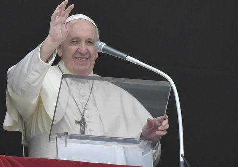 Papa Francisco: cada um de nós deve tomar a própria cruz