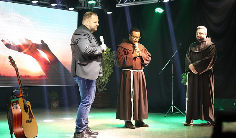 """Paróquia de Xaxim faz  """"Live da Família"""" em comemoração à Semana Nacional"""