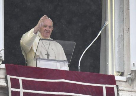 """Papa: Jesus nos pede uma fé que muda a vida, não """"de fachada"""""""