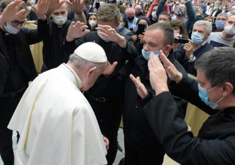 """Papa: precisamos de cristãos corajosos que saibam dizer """"isto não deve ser feito"""""""