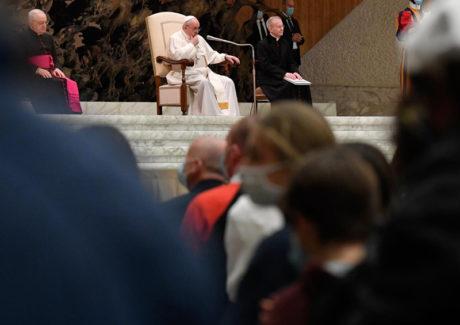 Papa: a oração é a salvação do ser humano