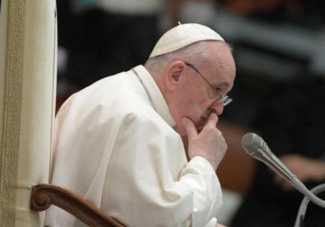 Papa: Jesus não é um Deus distante, reza sempre conosco