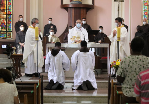 """Dom Gregório: """"São Francisco e Papa Francisco, somos seus irmãos!"""""""