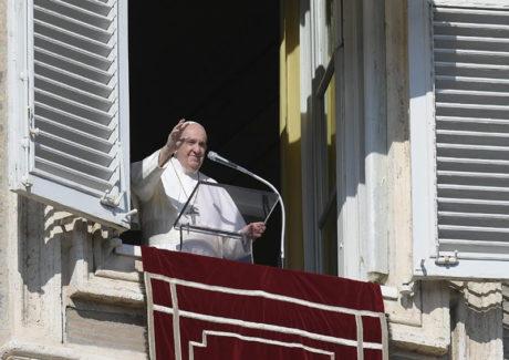 """Papa: """"A solenidade de hoje nos propõe modelos seguros para santidade"""""""