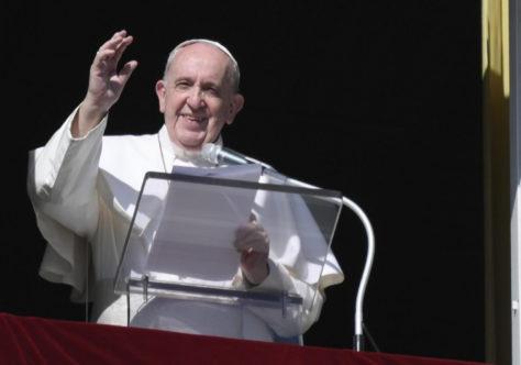 """Papa: """"Não é suficiente a lâmpada da fé, mas é necessário também o óleo da caridade e das boas obras""""."""