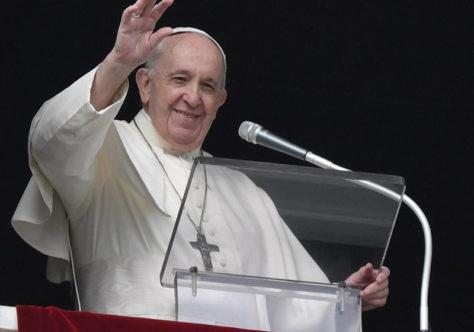 """Papa: como Maria, estar aberto à graça e dizer """"não"""" ao mal e """"sim"""" a Deus"""