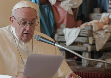 Papa: no presépio, Jesus nos mostra o caminho da ternura, para sermos humanos