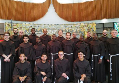 Na festa da Imaculada, 17 jovens do tempo da Filosofia renovam os votos