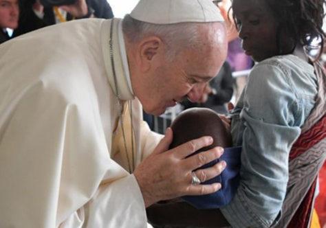 """""""É urgente a missão da compaixão"""". Papa divulga a mensagem para o Dia Mundial das Missões"""