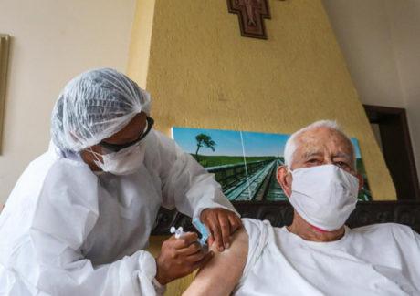 """""""A vacina é a solução"""", diz o segundo frade mais idoso da Província"""