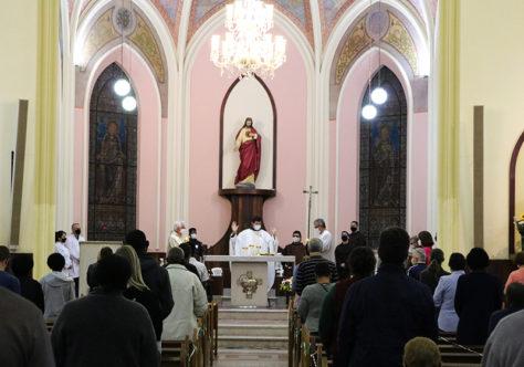 Paróquia do Sagrado celebra jubileu de 75 anos em 125 anos de presença franciscana em Petrópolis