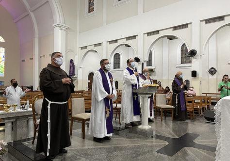 Frades do Santuário de Vila Velha  fazem seu retiro quaresmal