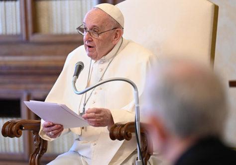 Papa: os santos nos lembram que a santidade pode florescer em nossas vidas