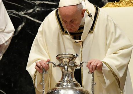Papa: a força da vitória de Cristo vence o mal e nos liberta do maligno