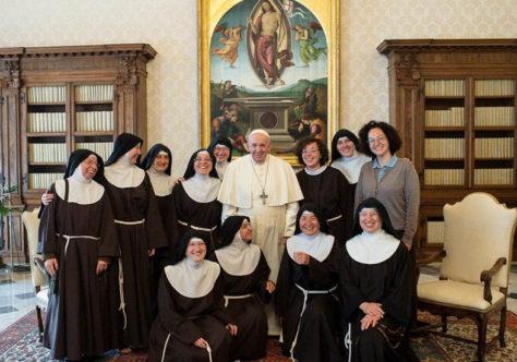 """Papa às Ir.Clarissas: """"Não se cansem de ser uma presença orante e consoladora"""""""